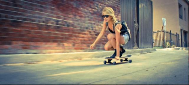 блондинка со скейтом огромный член что самом деле